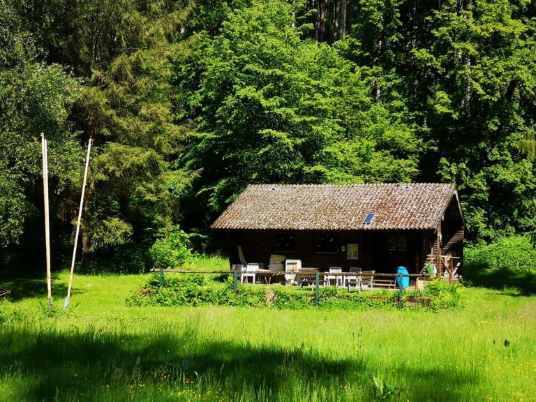 Hütte auf dem Bogenplatz vom Bogensportverein des Bogenschützenclubs Neckargerach